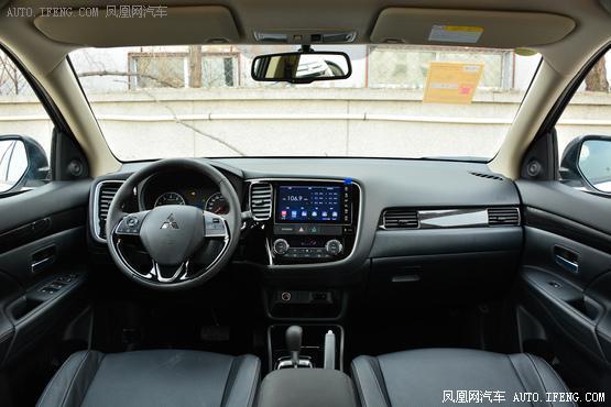 2018款 三菱欧蓝德 2.0L 两驱嘉乐版 7座