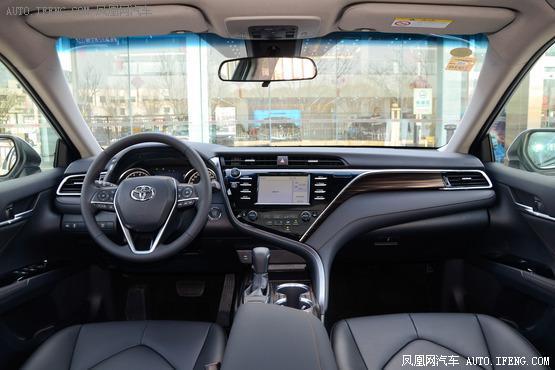 2018款 丰田凯美瑞 2.0L 自动领先版
