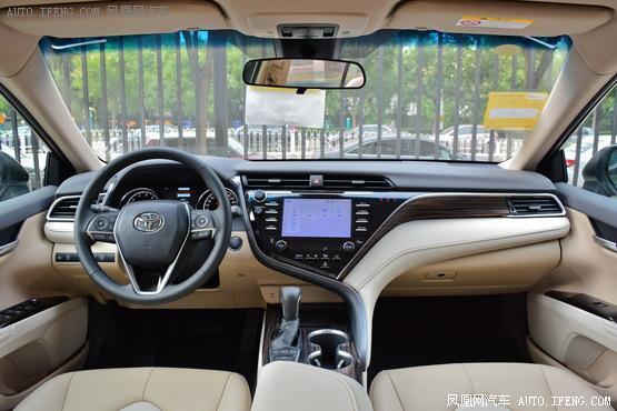 2018款 丰田凯美瑞 2.5L 自动豪华版