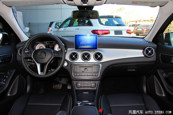 2016款 奔驰GLA 220 4MATIC 时尚型