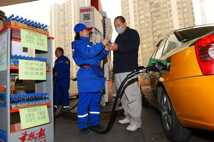 加油站员工推销的燃油宝到底是什么?