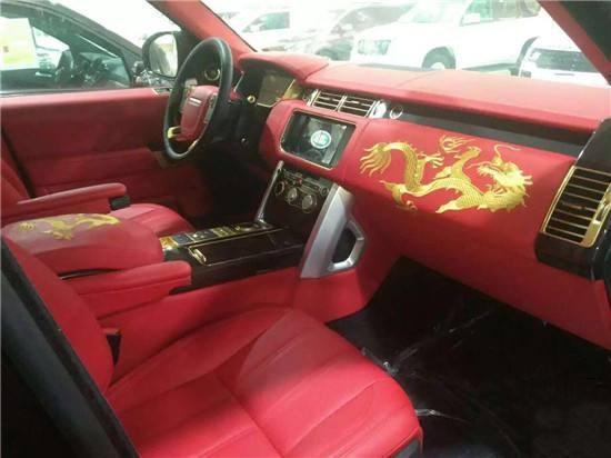 土豪提中国龙版路虎,打开车门里面卧了3条金龙?