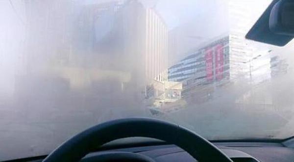 """冬天车窗起雾,到底用""""冷风""""还是""""热风""""?"""