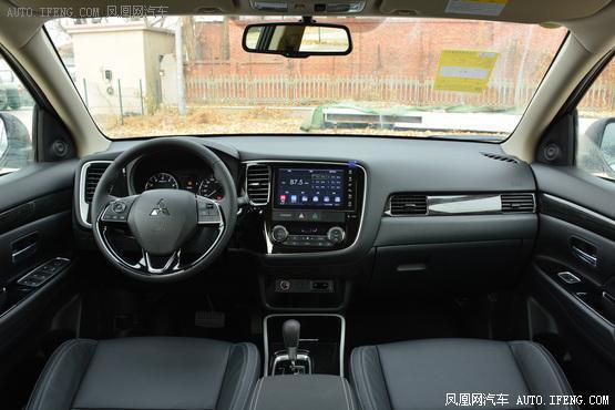 2019款 三菱欧蓝德 2.0L 两驱CVT畅享版 7座